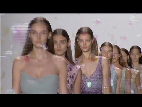 Guardare i video di sesso russo in un club