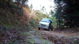 秋子和哥哥做了次极限挑战,这么陡峭的山路你猜他家的车能上去吗