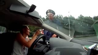 Тупой, безмозглый инспектор ДПС! Приколы на дороге!
