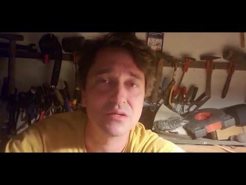 Přehrát video: Číst Havla | Sešívaný deník Václava Havla: Saša Rašilov čte z dopisu Alfrédu Radokovi