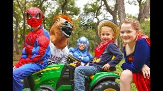 Little Superheroes 5 - Superhero Horse Surprise with Spiderman, Captain America and Supergirl