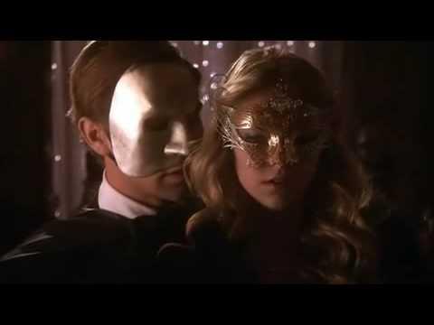 Die Maske für die Person mit der sensorischen Haut im Winter