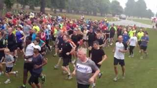 preview picture of video 'Bushy parkrun start - 24 August 2013'