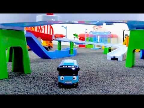 Tayo der Bus und Spielzeugautos. Bau die neue Straße!