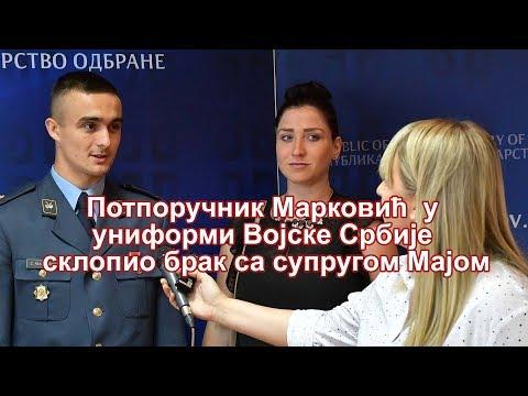Министар одбране Александар Вулин разговарао је данас са потпоручником Стефаном Марковићем, који је у униформи Војске Србије јуче склопио брак са супругом Мајом, припадницом МУП-а, на колективном венчању у Београду, на коме је овај пар…
