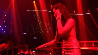 DJ Trang Moon xinh ngất ngây đánh nhac sàn tại New Phương Đông Club