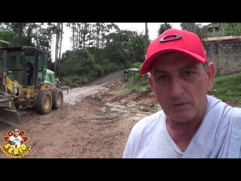 Prefeito Ayres Scorsatto arruma o esgoto da Favela da Estrada Velha e acaba com a Secretária de Obras de Juquitiba