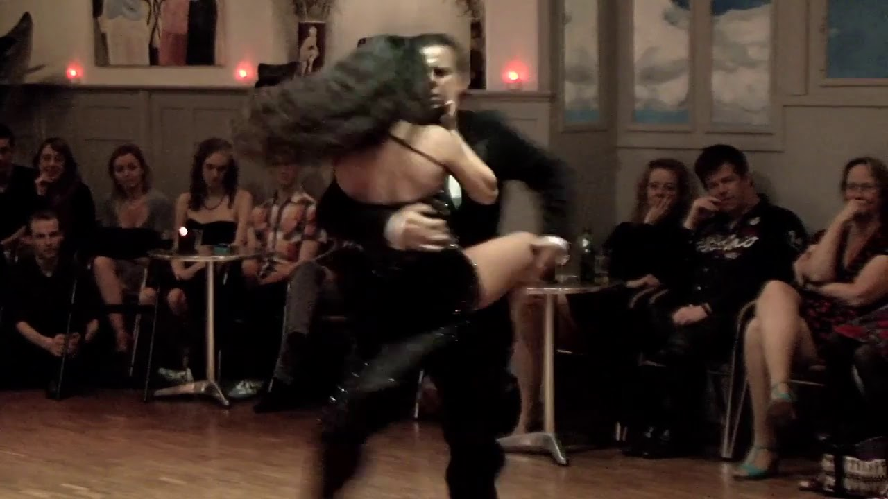 <br />VUELVO AL SUR<br />tango<br /><br />video Henryk Gajewski
