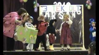 preview picture of video 'Tiszakeszi Farsang 2010 Mini-kiscsoport'