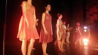 """Duartrokitjet e publikut mbyllin shfaqjen e baletit """"Monger"""" nga Barak Marshall në Fier."""