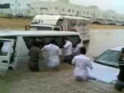 عملية انقاذ  اخرى لاطفال مدرسة من الغرق الرياض 2010