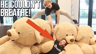 Gambar cover DWARF GETS CRUSHED BY GIANT TEDDY BEARS! (Feat. Dwarf Mamba)