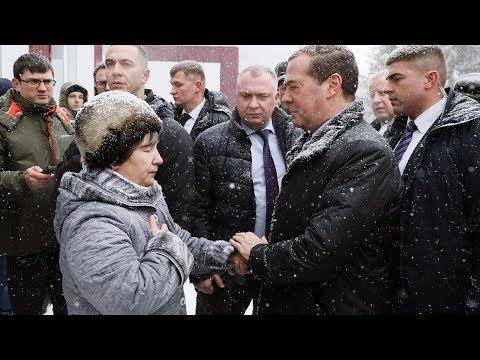 Почему в селе на Алтае три года нет горячей воды? Отвечает Медведев