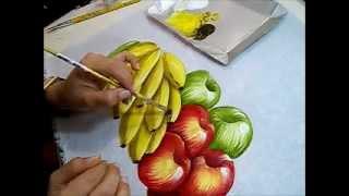 Pintando bananas e maçãs no tecido