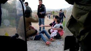 2652261df2b Греческая полиция слезоточивый газ для мигрантов как пограничный конвой  растет