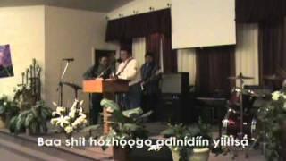 "Eugene Cody Sings ""I Saw the Light"" (Navajo Lyrics)"