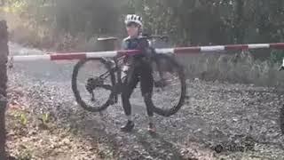 Dummheit und Fahrrad / Stupidity and bike / Глупость и велосипед