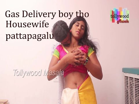 Telugu hot housewife tempted and romancing with gas delivery boy.....