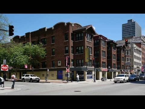 A Lakeview one-bedroom across from Yolk on Diversey
