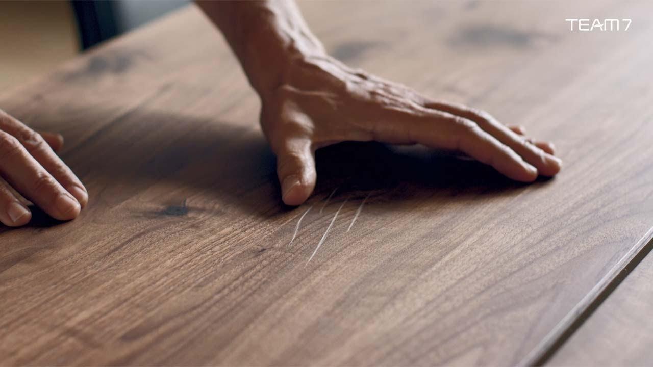 Team 7 pflegeempfehlungen f r naturholzm bel und andere - Kratzer aus hochglanz mobel entfernen ...