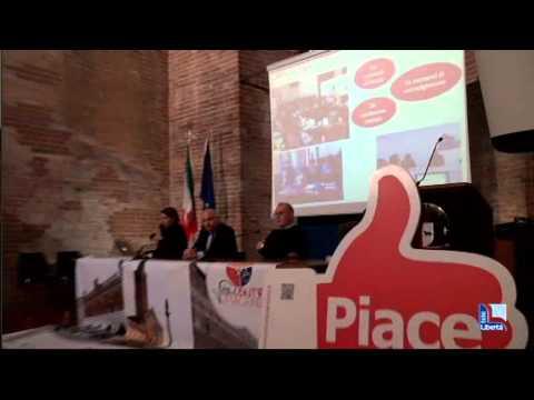 Piazza Cavalli: gazebo e strutture mobili per sedersi