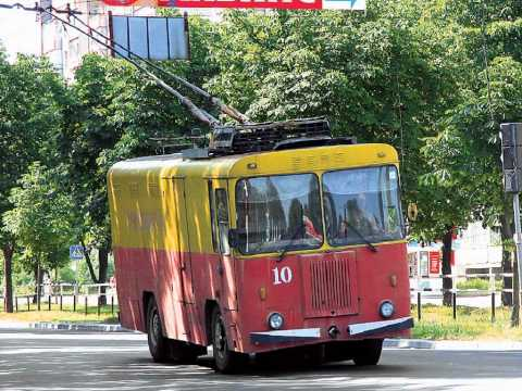 Троллейбус КТГ который идёт на восток .avi