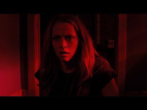 Video trailer för Lights Out - Official Trailer 2 [HD]