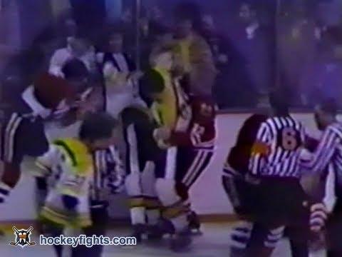 Derek Sanderson vs. Keith Magnuson