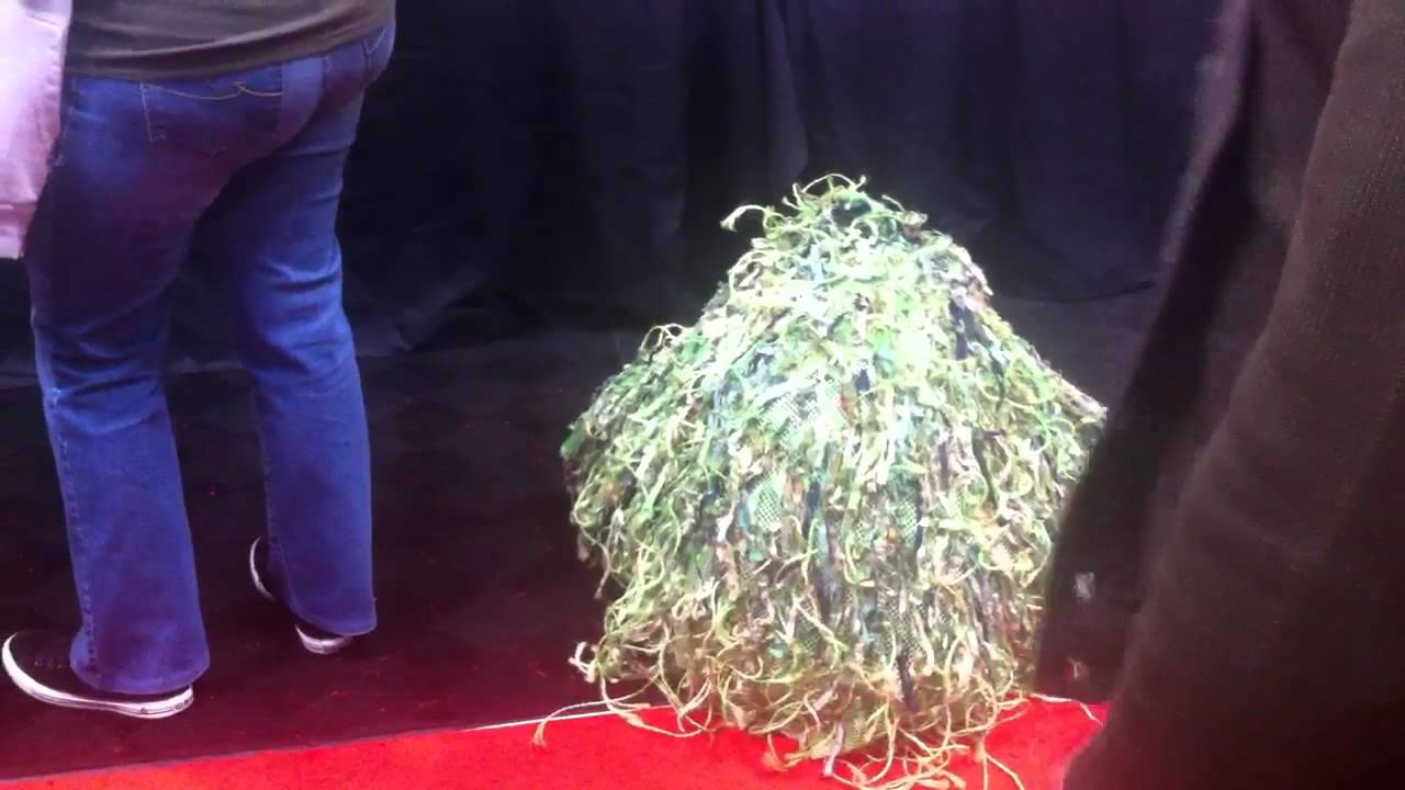 This Is New York Comic Con's Ghillie Suit Cosplayer