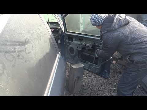 Volkswagen Sharan 2002 год Как снять наружную ручку и замок с правой передней двери ?