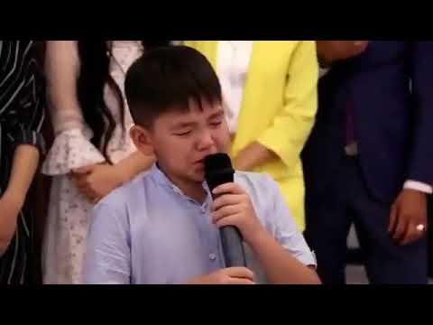 Братик говорит тост на свадьбе сестры