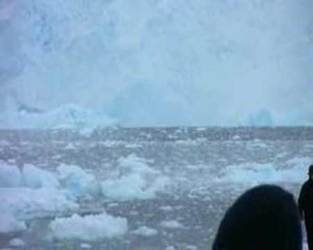 קרחון מתמוטט באנטרקטיקה - מדהים!