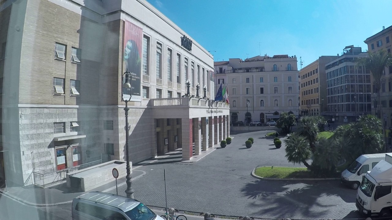 Rooms for rent in 2-bedroom apartment with AC in historic centre of Rome