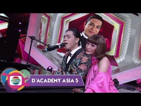 Download Sampai Terjatuh!!!Zaskia Terpukau Permainan Piano Randa   D'Academy Asia 5 Mp4 HD Video and MP3
