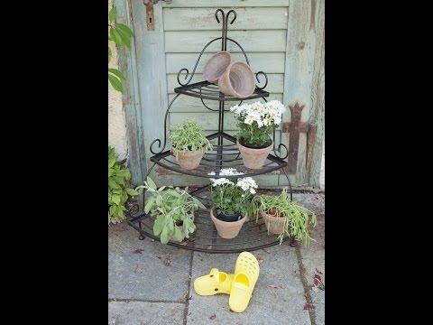 Garten gestalten im mediterranen Landhausstil -Blumenbank Eisen | VARIA LIVING