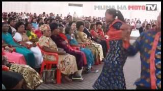 """Kwaya Ya Mlima Wa Moto Mikocheni """"B"""" Siku Ya  Jumapili 25 09 2016"""