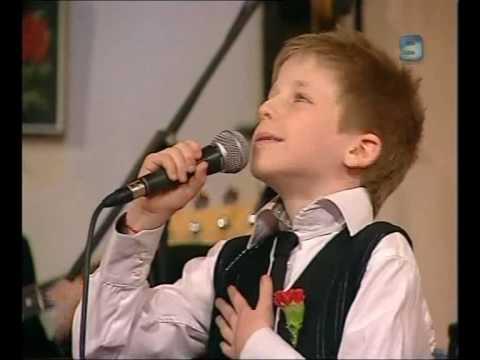דניאל פרוז'נסקי הקטן מבצע את השיר יידישע מאמע