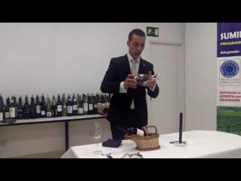 Decantación de Guillermo Cruz, jefe de sumilleres de Mugaritz, en Escuela Española de Cata👏😃