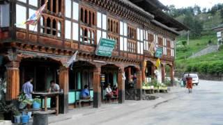 preview picture of video 'En gade i  Bhutan med Kipling Travel'