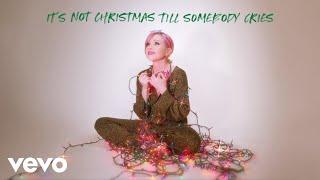 Musik-Video-Miniaturansicht zu It's Not Christmas Till Somebody Cries Songtext von Carly Rae Jepsen