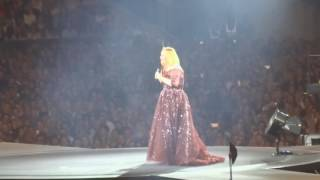 Adele (18 03 2017)   Beyonce Impersonation(1min24), Talking About Skyfall, Dance Class Etc Melbourne