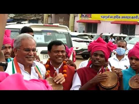 बस्तर दशहरा में पहुंचे मुख्यमंत्री श्री भूपेश बघेल ने पारंपरिक बस्तरिया वाद्य यंत्र मुंडा बाजा का वादन किया : 17-10-2021