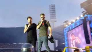 One Direction, Liam + Louis talking + short Larry moment - Brussels 13/06