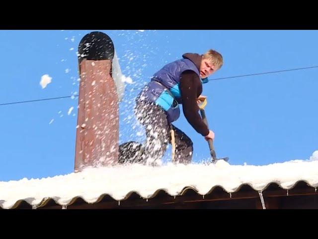 Ангарчане чистят крыши, рискуя здоровьем