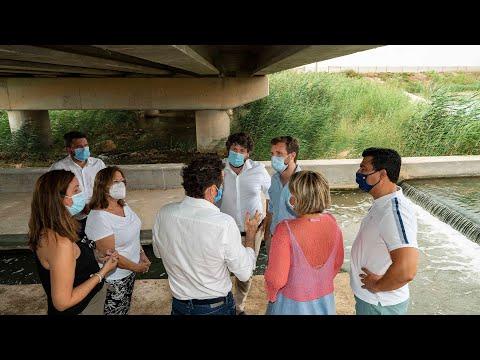 Pablo Casado atiende a los medios en su visita a Jumilla