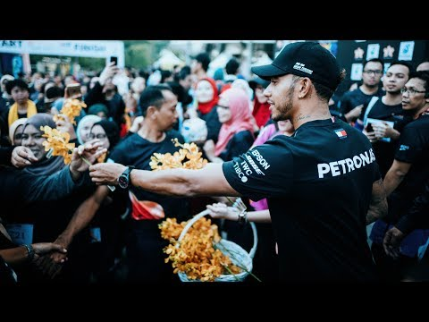 Image: Watch Hamilton show up at a marathon in Malaysia