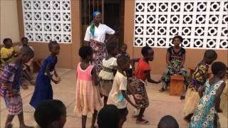preview picture of video 'Viaggio in Benin 2014 - Le bambine del collegio'