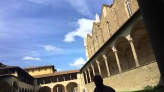 フィレンツェの穴場スポット「パッツィ家の礼拝堂」は、サンタクローチェ教会の外にあります