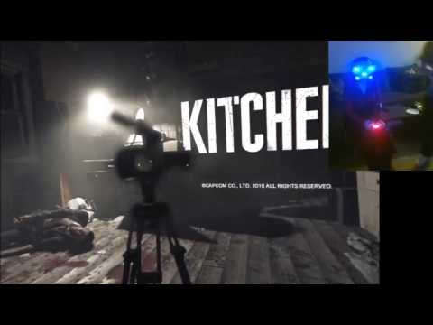 Girlfriend playing Kitchen - Resident Evil 7 teaser/demo PSVR
