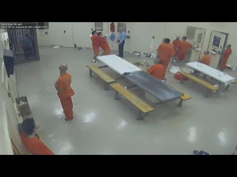 , title : 'Inmate kills cellmate and hides body without guards noticing'